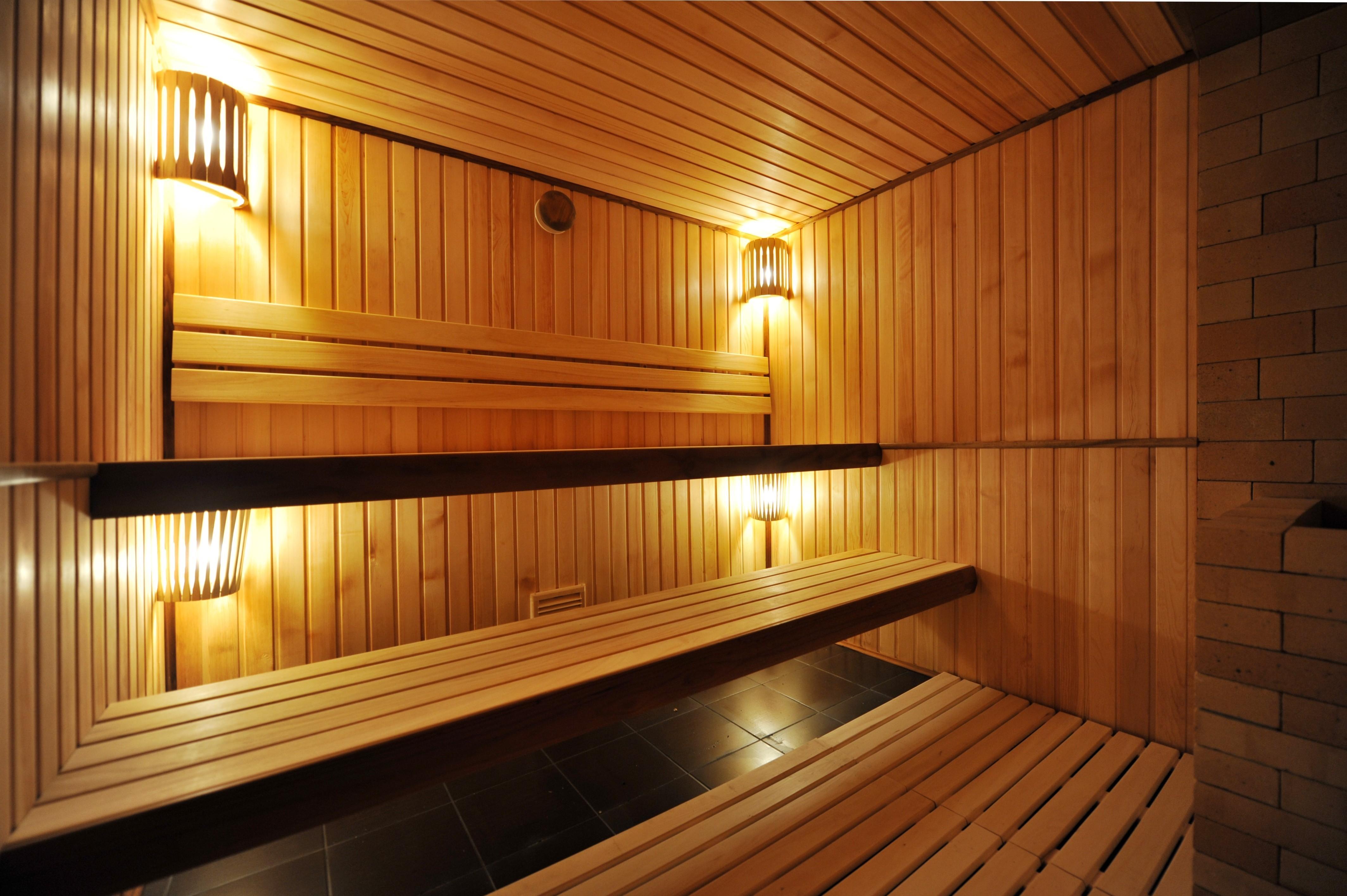 Как правильно париться в бане с пользой для здоровья: что можно, а что нельзя